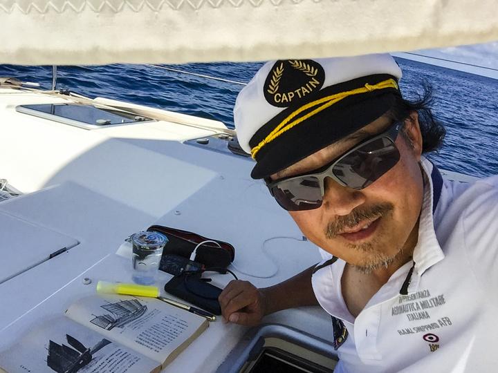 船过赤道无风带船速只有3节,风平浪静却是阅读的好时光IMG_1372