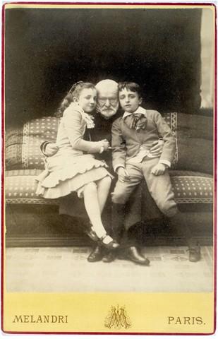 23 维克多·雨果和孙子乔治、孙女让娜