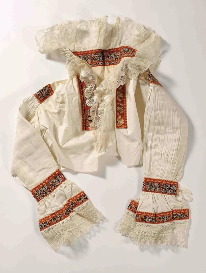 慕夏收藏品之摩拉维亚民族服装:绉纱袖子衬衫 19世纪90年代末至20世纪初